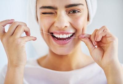 4 Tips Bikin Gigi Putih Alami Selama di Rumah Saja