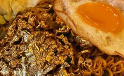 Viral, Mie Goreng Sultan dengan Topping Emas 24 Karat