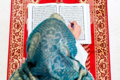 Kemuliaan Sholawat dan Surah Al Kahfi di Malam Jumat, Disaksikan Malaikat