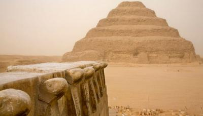 Berpose Menggoda di Piramida Mesir, Model Seksi Tuai Kecaman Warganet