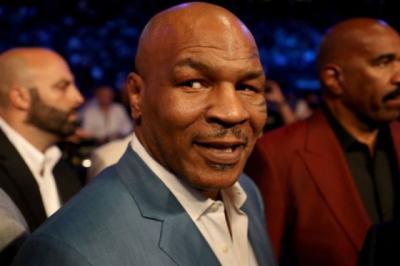 Mike Tyson! Ditantang Buster Douglas Tuh