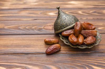 Suka Makan Kurma? Ketahui 10 Manfaatnya untuk Kesehatan Tubuh