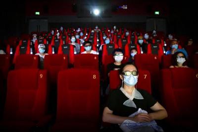 Pengunjung Bioskop di Inggris Harus Tunjukkan Bukti Sudah Divaksin Covid-19