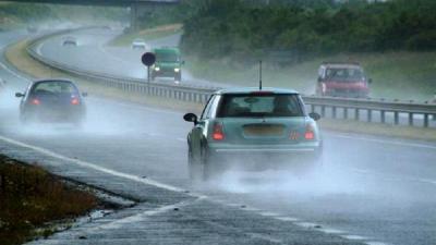 Begini Tips Keselamatan Berkendara saat Musim Hujan