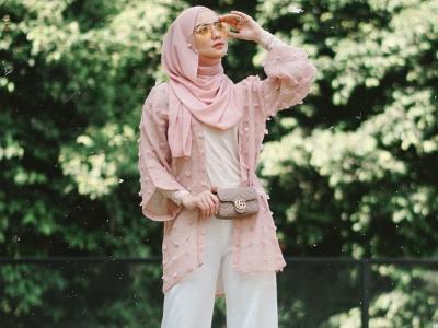 Style Hijab dengan Celana Panjang ala Citra Kirana, Simpel tapi Modis!