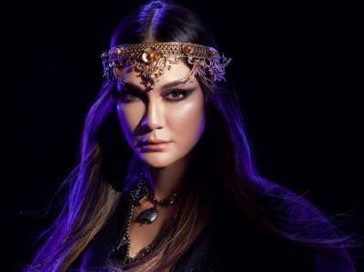 Potret Cantik Luna Maya Pakai Cosplay Xianniang Tokoh Film Mulan