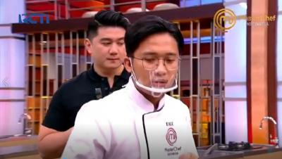 Lagi Asik Masak, Faiz Diprank Chef Arnold di Galeri MasterChef Indonesia