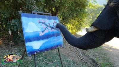 Unik! Gajah Ini Mahir Melukis Gunung, Hasilnya seperti Nyata