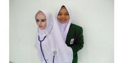 Hijab K-Pop untuk Perawat dan Dokter Lebih Luwes Cek Pasien