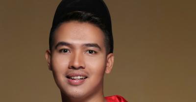 Bangganya Rando Sembiring Nyanyikan Lagu Ciptaan Badai Kerispatih