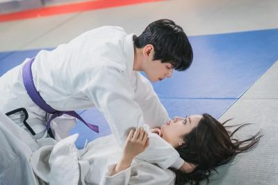 5 Potret Mesra Moon Ga Young dan Cha Eun Woo di True Beauty
