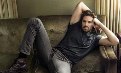 Potret Armie Hammer yang Batal Main Film Bareng JLo karena Isu Skandal Seks