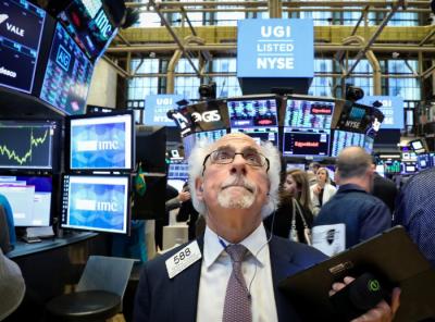 Wall Street Lesu Terbebani Anjloknya Saham Energi