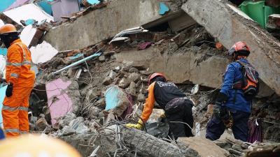 Update : 73 Orang Meninggal Akibat Gempa M6,2 di Sulbar