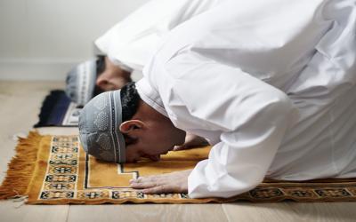 Apa yang Harus Dilakukan Jika Imam Tidak Fasih Membaca Al Fatihah