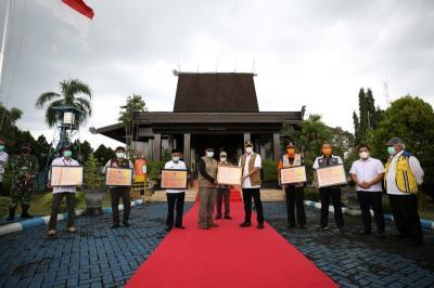 BNPB Serahkan Bantuan Rp3,5 Miliar untuk Penanganan Banjir Kalsel