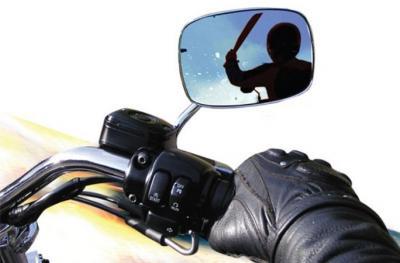 Aksi Begal Kawanan Geng Motor Bersenjata Tajam Terekam CCTV