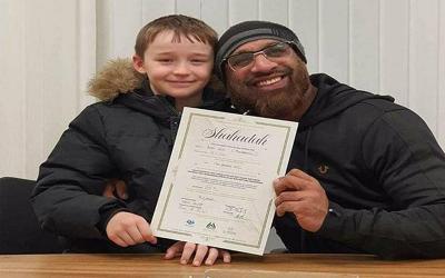 Kisah Bocah 9 Tahun yang Diizinkan Ibunya Jadi Mualaf