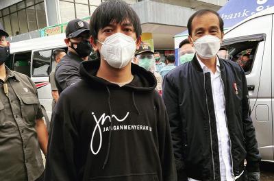 Rian D'MASIV Bertemu Presiden Jokowi saat Bantu Korban Banjir Kalimantan Selatan