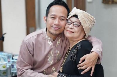 Ibu Denny Cagur Meninggal, Zaskia Gotik: Sabar Ya Kang