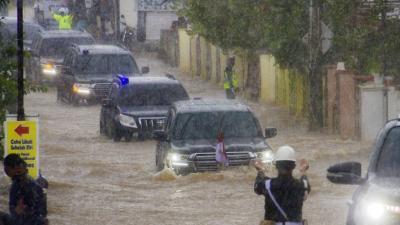 Setelah Dikunjungi Presiden Jokowi, Penyebab Banjir Kalimantan Selatan Diperdebatkan Warganet