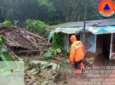 Dampak Dahsyat Hujan Lebat di Bogor Akibatkan Banjir Bandang dan Longsor