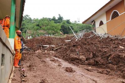 Banser Terjunkan Anggota Bantu Korban Bencana Alam di Tanah Air