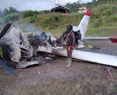Pesawat Misionaris Dibakar KKB, Tokoh Papua : Dewan Gereja Bisu Seribu Bahasa!