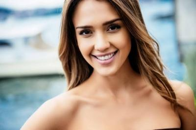 Awasi Anak Belajar Online, Jessica Alba Pasang Kamera Mata-Mata