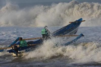 BMKG Ingatkan Potensi Gelombang Tinggi di Laut Jawa bagian Barat