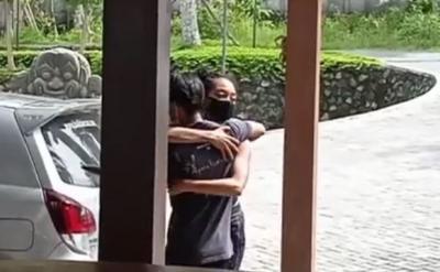 Setahun Lebih Tinggal di Bali, Kristen Gray Sedih Dideportasi