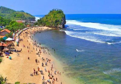 Pantai Indrayanti, Menikmati Pesona Keindahan dan Bermain Jet Ski