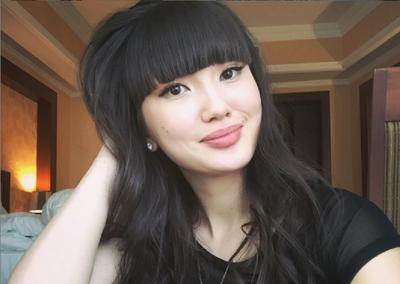 5 Foto Sabina Altynbelova Pakai Topi, Mana yang Paling Cantik?