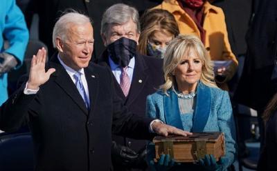 Dilantik Jadi Presiden AS, Joe Biden Memukau dengan Jas Navy Ralph Lauren