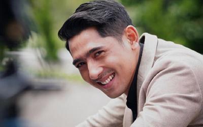 Arya Saloka Pakai Sarung, Netizen: Jodoh Orang Mulai Meresahkan Ya Bund!