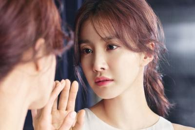 Lee Si Young Pertimbangkan Bintangi Drama Remake The Mentalist