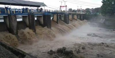Hujan Guyur Puncak, Debit Air Bendung Katulampa Merangkak Naik