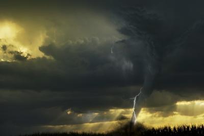 5 Jenis Angin Puting Beliung, Mana yang Terjadi di Waduk Gajah Mungkur?
