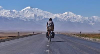 Luar Biasa! Pria Ini Pulang ke Inggris Naik Sepeda yang Dibeli di China