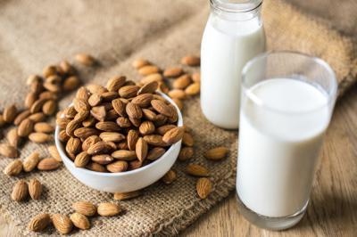 Pagi-Pagi Minum Susu Almond Yuk, Simak Manfaatnya untuk Tubuh