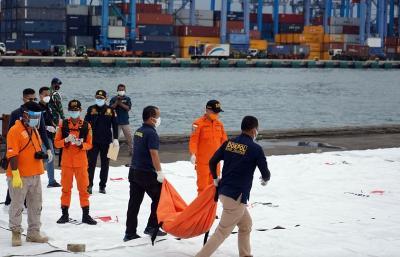RS Polri Serahkan 40 Korban Sriwijaya Air yang Teridentifikasi ke Keluarga