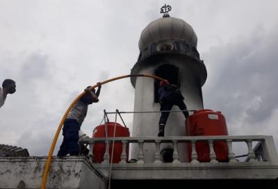 Menara Masjid di Bogor Terbakar, Jamaah Sholat Jumat Panik Berhamburan