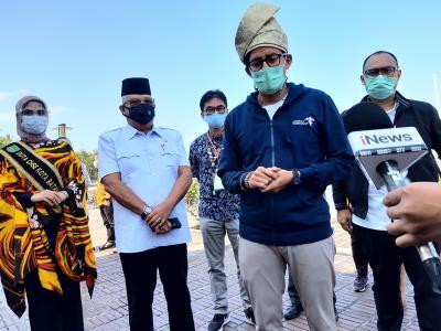 Sandiaga Uno Meninjau Kemungkinan Penerapan Travel Bubble Indonesia-Singapura di Batam