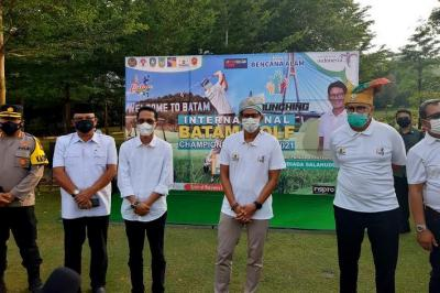 Sandiaga Uno Buka International Batam Golf Championship Series 2021