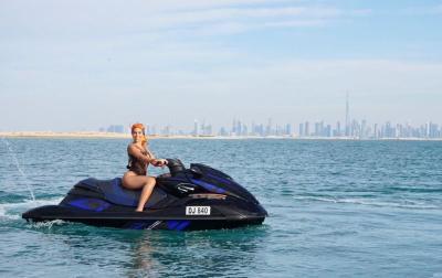 Melancong ke Dubai, Georgina Rodriguez Asyik Main Jetski Sendirian