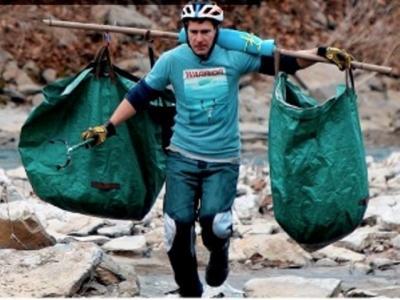 Viral Pelari Setiap Pagi Bersihkan Kali, Kumpulkan Ribuan Kilogram Sampah