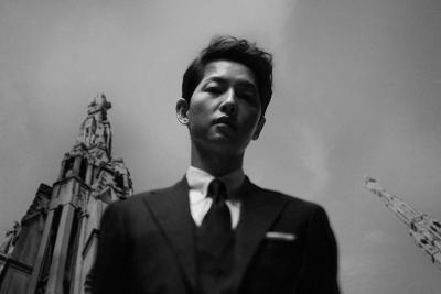 Song Joong Ki Tampil Misterius dalam Poster Drama Vincenzo