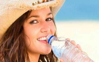 Cara Diet dengan Air Putih, Minum Setiap 2 Jam