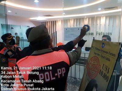 Satpol PP Tegur Kantor yang Langgar Aturan PPKM