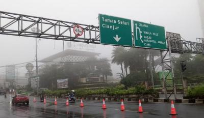 Kawasan Puncak Berkabut, Pengendara Diminta Berhati-Hati